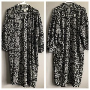 Sunny + 74' • Black Pattern Open Kimono